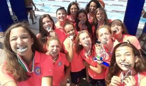 pallanuoto trieste 2015 U15F - il selfie con le medaglie