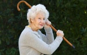 nonna picchiatrice
