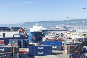 porto-trieste-containers
