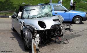 incidente auto mini cooper