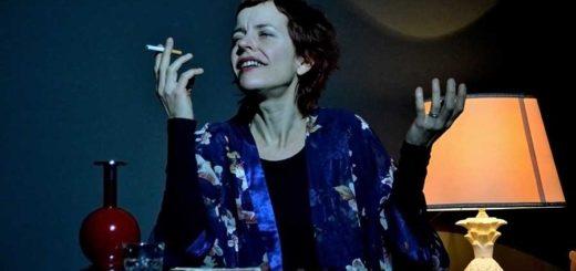 Laura Bussani sigaretta fumo