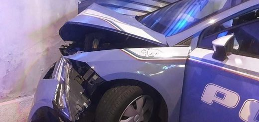 Sap auto Polizia incidente distrutta