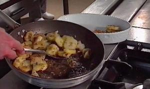 patate in tecia a la triestina - patate al tegame alla triestina