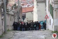 turisti in via del Castello a Trieste
