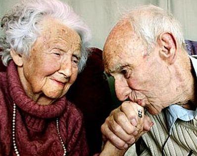 http://www.informatrieste.eu/articoli/fp-content/images/anziani_coppia.jpg