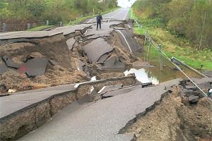 terremoto_strada_rotta