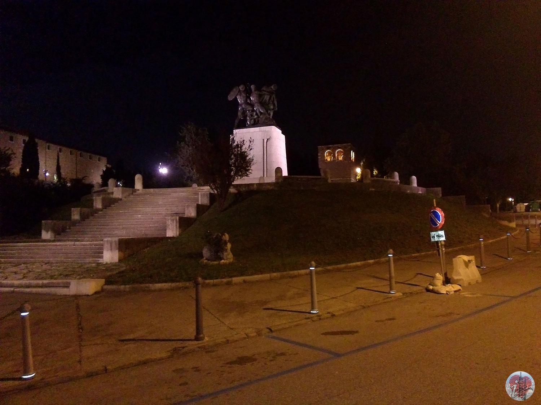 trieste_by_night_san_giusto_monumento