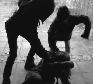 violenza-su-donna-in-strada