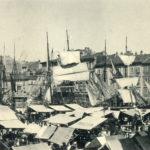 1899 - mercato in Ponterosso - A sinistra il  gabinetto pubblico a forma di pagoda