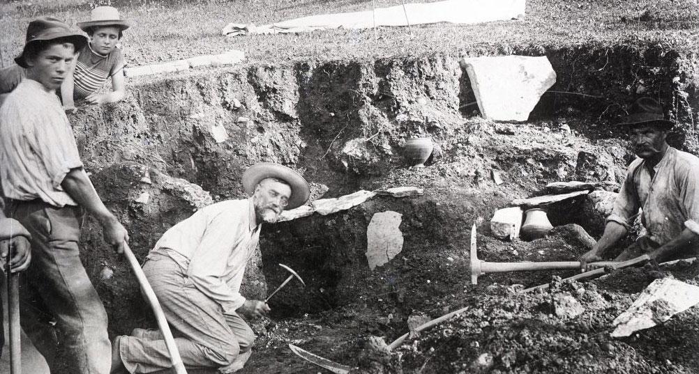Carlo Marchesetti scava a Santa Lucia di Tolmino