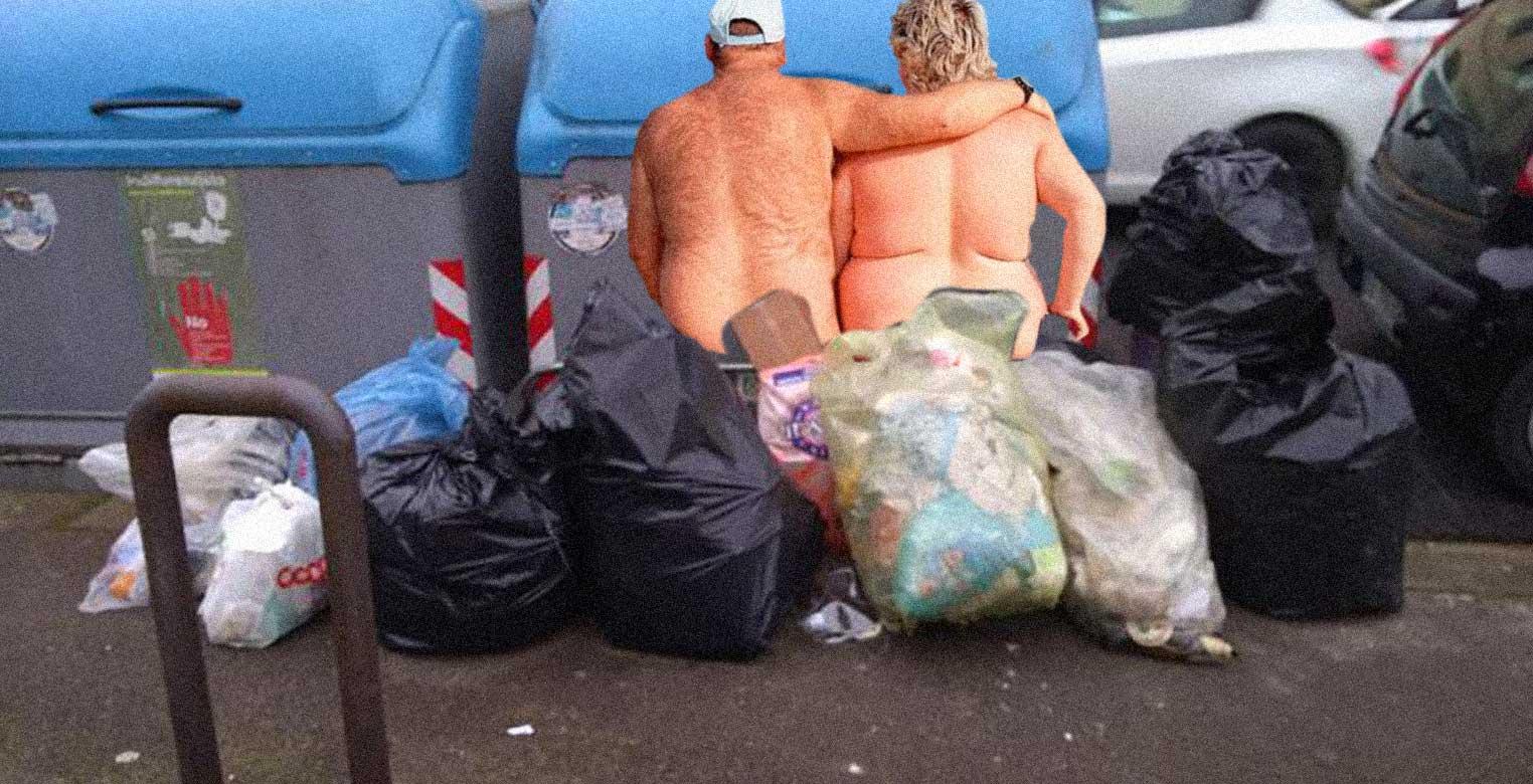 coppia di mezza età fa sesso tra la spazzatura a Lignano