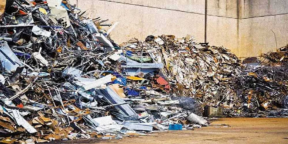 discarica rifiuti immondizia scovaze pattume