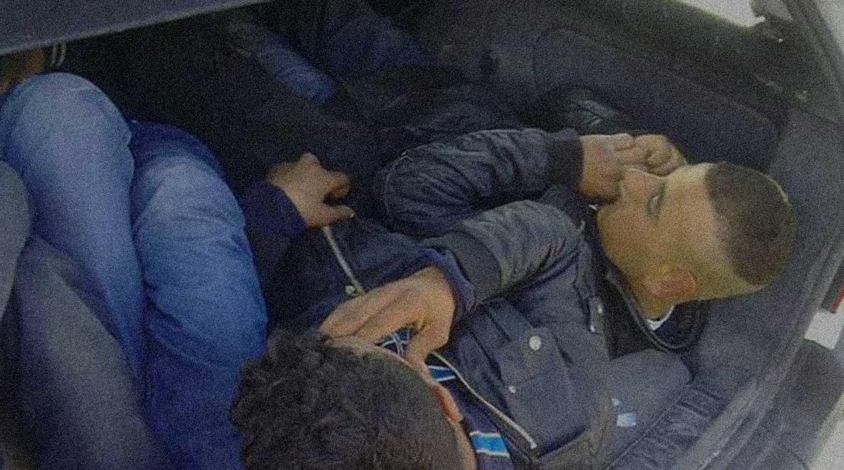 immigrati assiepati furgone