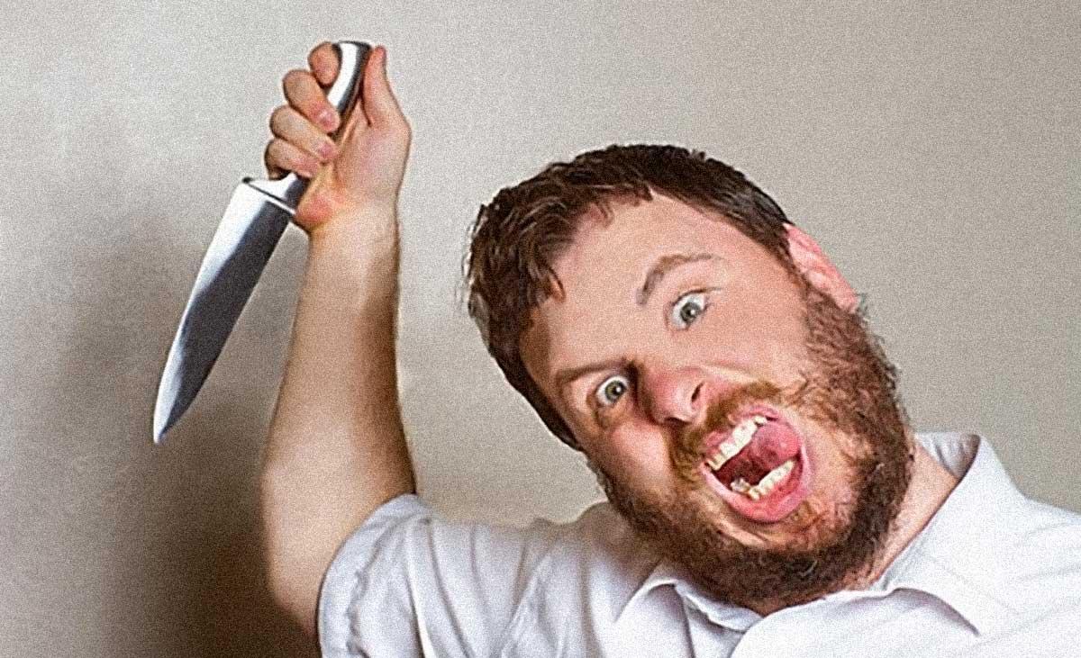pazzo furioso armato di coltello