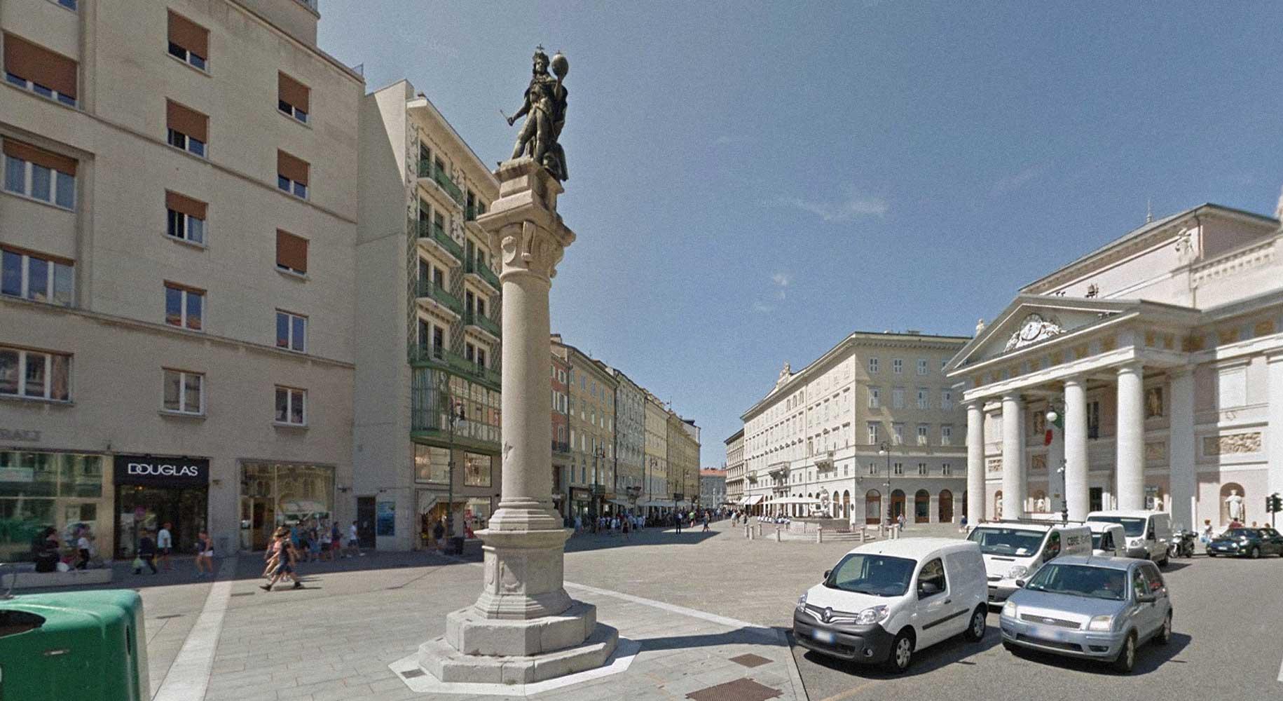 colonna monumento a Leopoldo I d'Austria in piazza della Borsa a Trieste - 2019