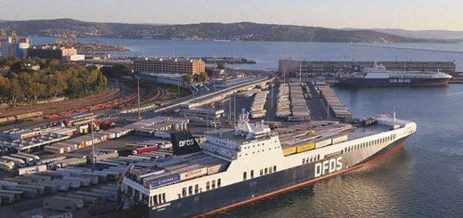UN Karadeniz DFDS nel porto di Trieste - Riva Traiana
