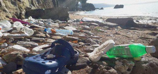 plastica spiaggia Miramare rifiuti scovaze