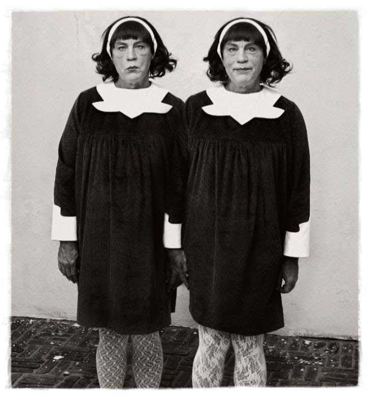Diane Arbus / Identical Twins, Roselle, New Jersey (1967), 2014 © Sandro Miller / Courtesy Gallery FIFTHY ONE, Antwerp