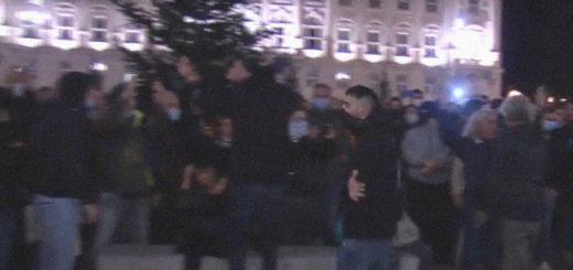 Trieste manifestazione contro chiusure esercizi