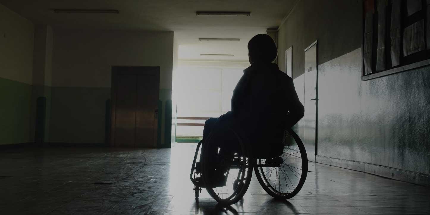 disabile giovane abbandonato