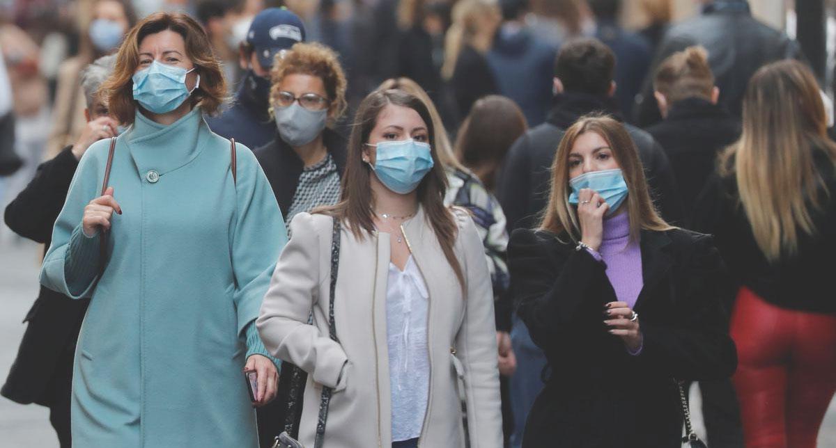 gente con mascherina