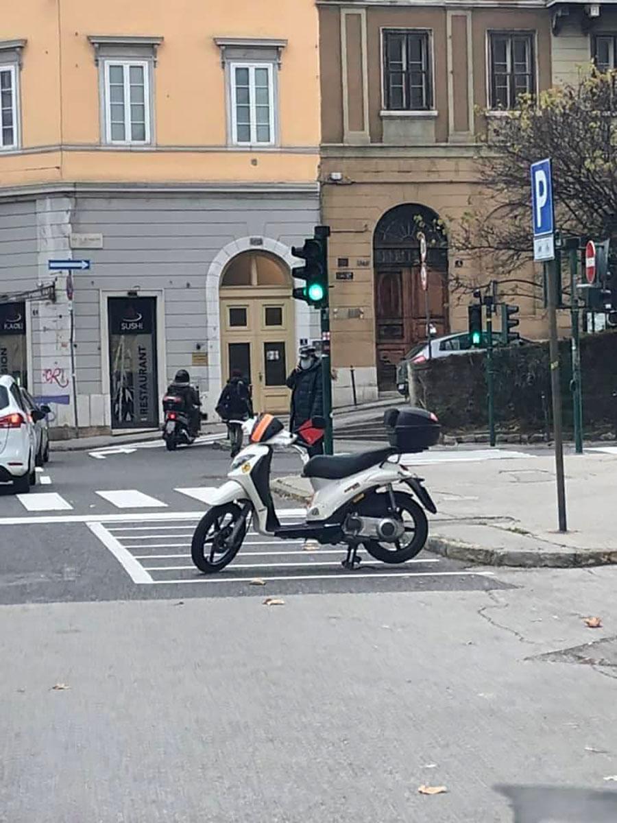 parcheggio scooter demenziale piazza dalmazia trieste