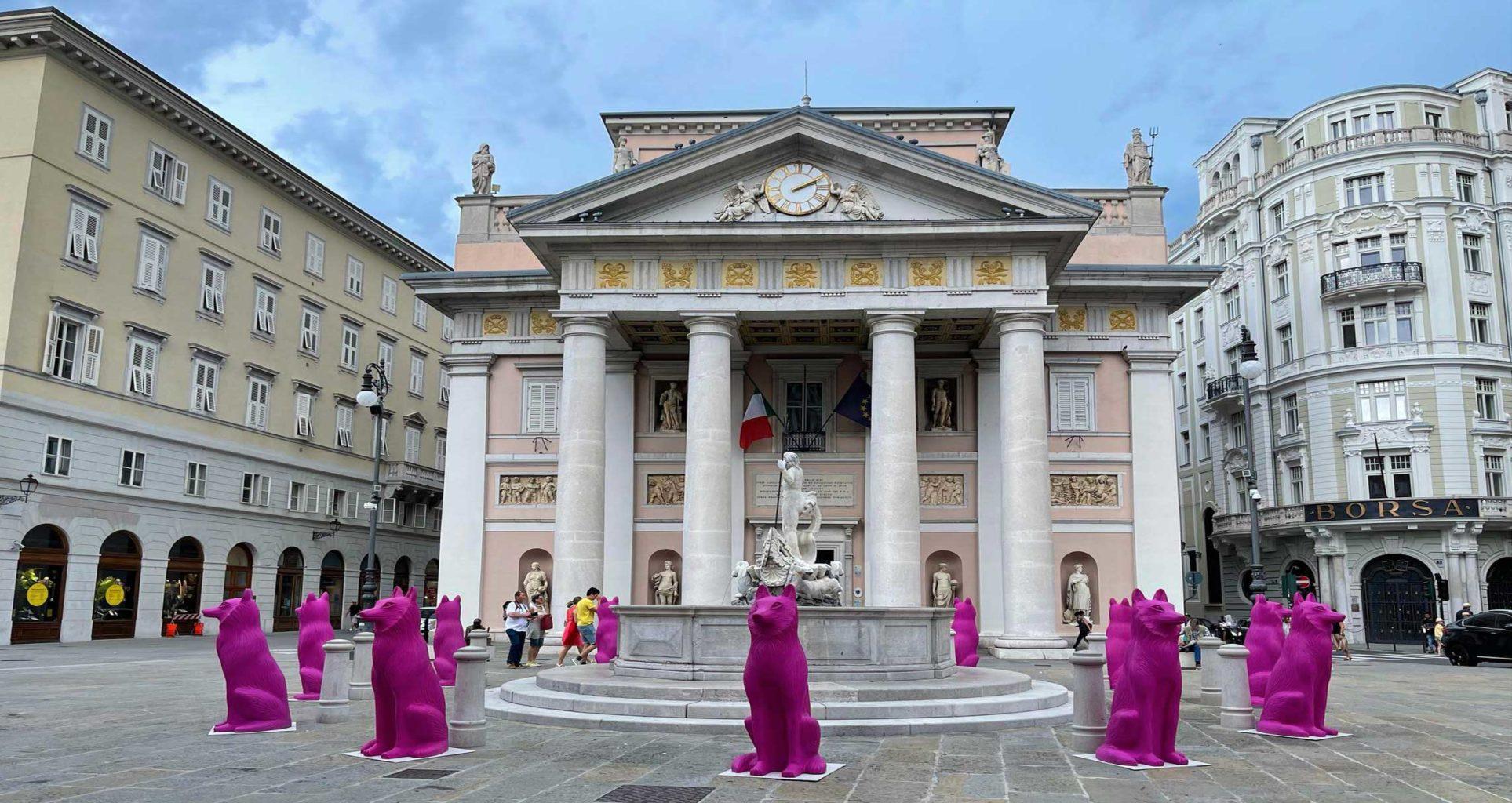 cracking art piazza della Borsa Trieste